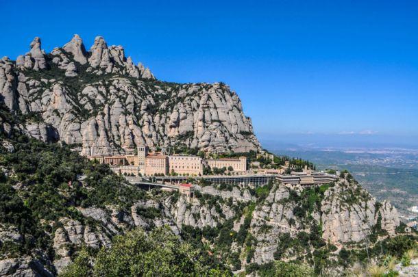 https://shkudun.com.ua/images/thumbnails/images/Travelling/Spain/Montserrat/_1_Montserrat_view-610x405.jpg